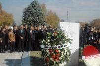 ÜNİVERSİTE MEZUNU - CHP'liler Ecevit'i Mezarı Başında Andı