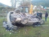 Otomobil Futbol Sahasına Uçtu Açıklaması 1 Yaralı