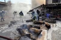 İTFAİYE ERİ - Antalya'da Yangın, Hasır Deposunu Kül Etti