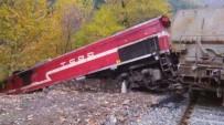 VAGON - Kayalara Çarpan Yük Treni Raylardan Çıktı