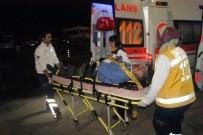 YOLCU MİNİBÜSÜ - Sakarya'da Kamyonetle Yolcu Otobüsü Çarpıştı Açıklaması 4 Yaralı
