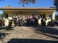 Burhaniye'de Motosikletçiler Köpek Barınağını Ziyaret Etti