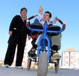TEMİZLİK GÖREVLİSİ - Engelli Oğlu İçin Keşfetti
