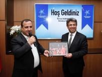 EĞITIM BIR SEN - Eğitim Bir Sen'den Başkan Karadeniz'e Teşekkür Plaketi