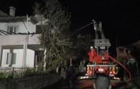 KAVACıK - Riva'da Üç Katlı Bina Alevlere Teslim Oldu