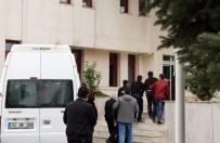 SAVCILIK SORGUSU - FETÖ'den Gözaltına Alınan 10 Kişi Adliyeye Sevk Edildi