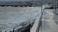 Lodos Marmara Denizi'nde Ulaşımı Olumsuz Etkiledi