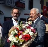 ÖLÜMSÜZ - Menderes Samancılar Ödüllerini Bağışladı