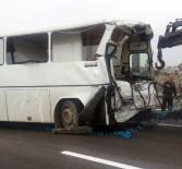 SERVİS OTOBÜSÜ - Servis Otobüsü Tankere Çarptı Açıklaması 5 Yaralı