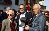 MENDERES SAMANCILAR - Ünlü Oyuncu Kazandığı Tüm Ödülleri Bağışladı