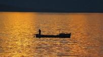 BEYŞEHIR GÖLÜ - Balıkçıların Kartpostallık Gün Batımı Mesaisi