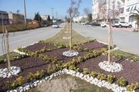 Burhaniye'de Belediye Caddeleri Çiçek Gibi Yaptı