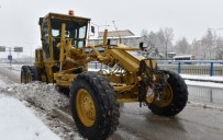 KAR LASTİĞİ - Büyükşehir'in Timleri Kent Merkezi Ve Kırsalda Karla Mücadele Ediyor
