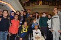 MUSTAFA CECELİ - Galatasaraylı Oyunculardan Alkışlık Hareket