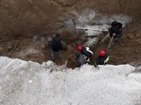 KANALİZASYON - Kanalizasyon Çalışmalarında 2 İşçi Toprak Altında Kaldı