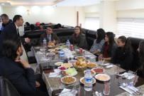 ADNAN TÜRKDAMAR - Öğrenciler Protokol Üyeleriyle Birlikte Yemek Yedi