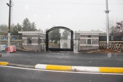 Şehitler mezarlığına EYP attılar