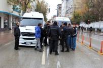 SERVİSÇİLER ODASI - Servisçiler Valilik Önünde Kontak Kapattı