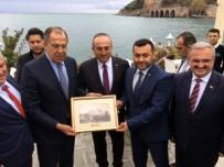 MERCIMEK ÇORBASı - Türk Ve Rus Vatandaşlardan Bakan Lavrov'a Pankartlı Mesaj Açıklaması