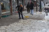 SAĞANAK YAĞIŞ - Yüksekova'da Kar Yağışı