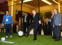 EKONOMİ BAKANI - Cumhurbaşkanı Erdoğan, Masa Tenisi Ve Futbol Oynadı