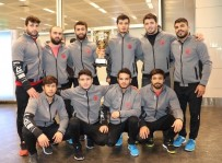 MUSTAFA SAĞLAM - Dünya İkincisi İstanbul Büyükşehir Güreş Takımı, Yurda Döndü