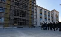 TARıM VE KÖYIŞLERI BAKANı - Eski Tarım Ve Köyişleri Bakanı Güçlü Battalgazi'yi Gezdi