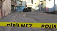 HACIBABA MAHALLESİ - Evin Duvarına Çarptı, Üzerimde Bomba Var Dedi