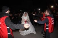 GREV - Gelin-Damat Geldi, Grev Yeri Düğün Yerine Döndü