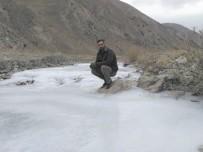 DERE YATAĞI - Hakkari'de Dondurucu Soğuklar