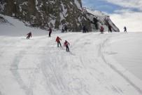 KAYAK SEZONU - Hakkari Kayak Merkezi Sezona Merhaba Dedi