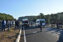 SITKI KOÇMAN ÜNİVERSİTESİ - Köyceğiz'de İki Minibüs Çarpıştı Açıklaması 11 Yaralı