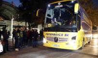 ROBİN VAN PERSİE - Fenerbahçe'de Van Persie Kadroya Alınmadı