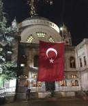 VALİDE SULTAN - Patlamada Zarar Gören Camide Şehitler İçin Dua Edildi