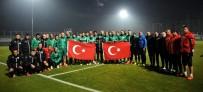 TOMAS SIVOK - Bursaspor Antrenmanda Saygı Duruşunda Bulundu