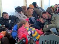 DALYAN - Çeşme'de 53 Kaçak Göçmen Yakalandı