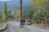 ELEKTRİK DİREĞİ - Tosya'da Yol Ortasında Kalan Elektrik Direği Kaldırıldı