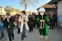 AKŞEHİR BELEDİYESİ - Akşehir'e Gelen Misafirleri Nasreddin Hoca Karşılıyor