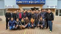 ÜLKÜCÜLER - Cide Ülkü Ocakları, Polislere Karanfil Dağıttı