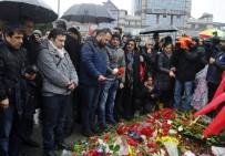 DOĞAN HABER AJANSı - Gazeteciler, Beşiktaş'taki Patlama Yerine Karanfil Bıraktı