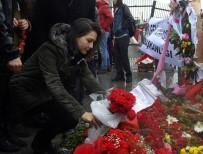 DOĞAN HABER AJANSı - Gazeteciler Şehitler İçin Karanfil Bıraktı