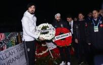 TOLGA ZENGIN - Beşiktaş'ın Yıldızları Şehitler Tepesi'ne Çelenk Bıraktı
