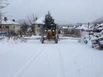 SÜRGÜN - Beyşehir Ve Derebucuk'ta Kar Yağışı Ulaşımda Aksamalara Yol Açıyor