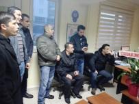 TAZİYE ZİYARETİ - Bozüyük'te Fabrika Çalışanları Ve Öğrencilerden Polislere Ziyaret