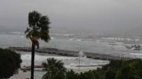 DEMIRLI - İskenderun Körfezi'nde Fırtına Dev Dalgalar Oluşturdu