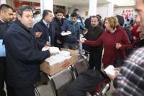 ETLI EKMEK - Karaman Belediyesi, Otogarda Bekleyen Yolculara Sıcak Çorba Dağıttı