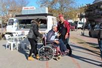 Kaymakam Farkındalık İçin Tekerlekli Sandalyeye Oturdu