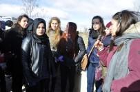 MEHMET KARAKAŞ - Okul Arkadaşları Genç Kızın Öldüğü Yolu Kapatmak İstedi