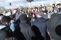 MEHMET KARAKAŞ - Okul Arkadaşlarının Öldüğü Yolu Kapatmak İstediler