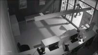 ALARM SİSTEMİ - Kaldırım Taşıyla Camı Kıran Hırsızlar Kamerada